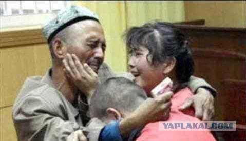 Свинина на завтрак, обед и ужин и гимн Китая: экс‐заключенный рассказал об ужасах в лагерях перевоспитания мусульман