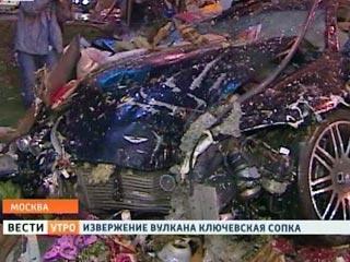 Aston Martin разметал две палатки в центре Москвы