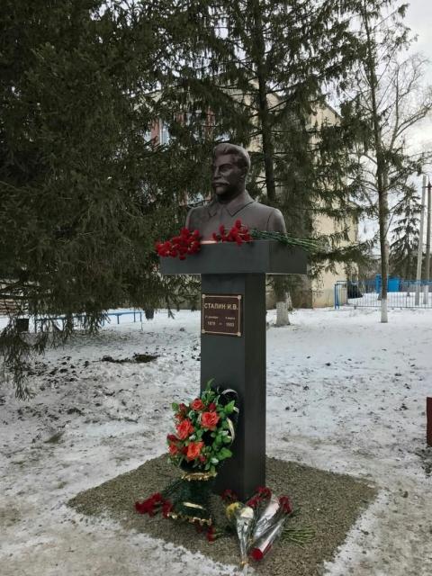 В Ростовской области установили бюст Отцу народов