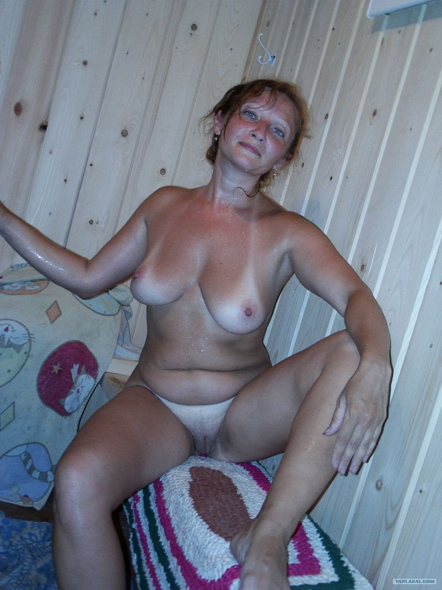 Смотреть любительские фото зрелых в бане фото 713-43