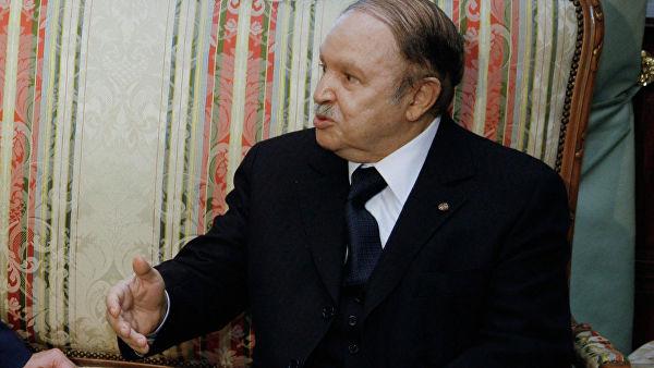 Экс-президент Алжира Бутефлика обратился с посланием к народу