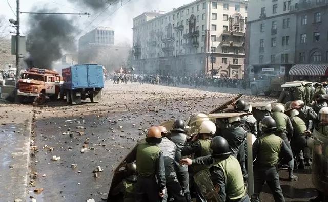 74,8% опрошенных готовы принять участие в протестах летом-осенью 2020 года в России