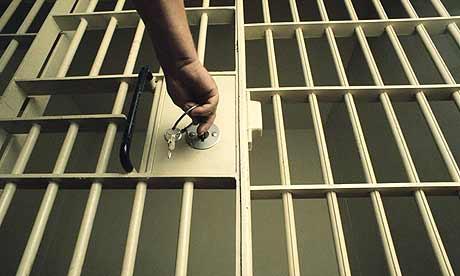 Банкир: должников могут посадить в тюрьму.