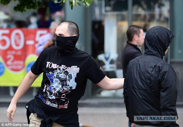 Daily Mail: Российские болельщики атаковали английских фанов в Лилле, игнорируя предупреждения УЕФА