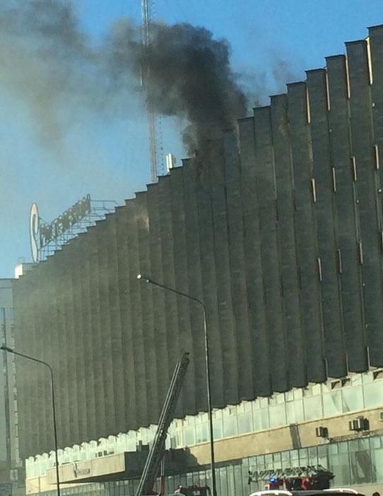 В Петербурге горит здание «Ростелекома» на Синопской набережной. Эвакуировали около тысячи сотрудников