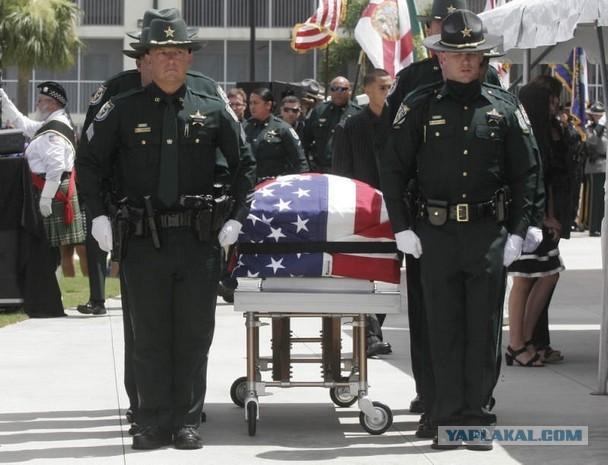 Последний путь полицейского погибшего при исполнен