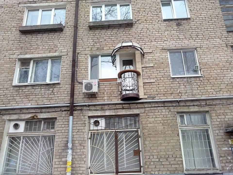 Суровые российские балконы.