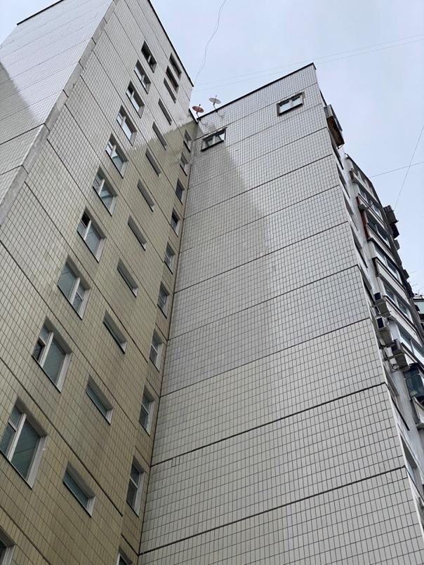Мосжилинспекция подала в суд на жителя Митино, который незаконно прорубил окна в несущей стене многоэтажки