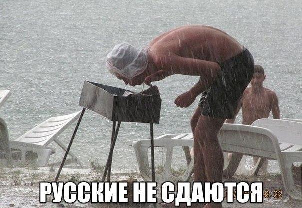 negri-trahayut-telku-s-nakolkami-na-nogah-v-vide-shnurkov-vidno-trusi-biznes-ledi