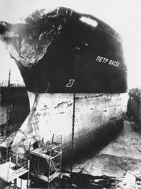 крен корабля фото