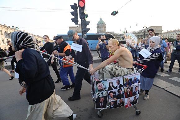 «Путин» проехал по Петербургу на повозке, запряженной людьми предпенсионного возраста