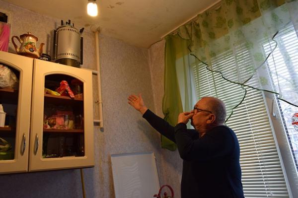 Липчанин три года пытается выселить из квартиры соседки сверху 39 собак и кошек