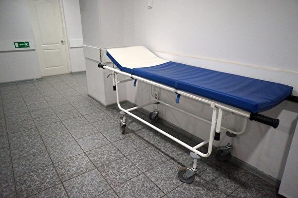 Посчитали буйным: В Бурятии врачи заперли в подсобке пациента, умиравшего от пневмонии. Его тело нашел отец