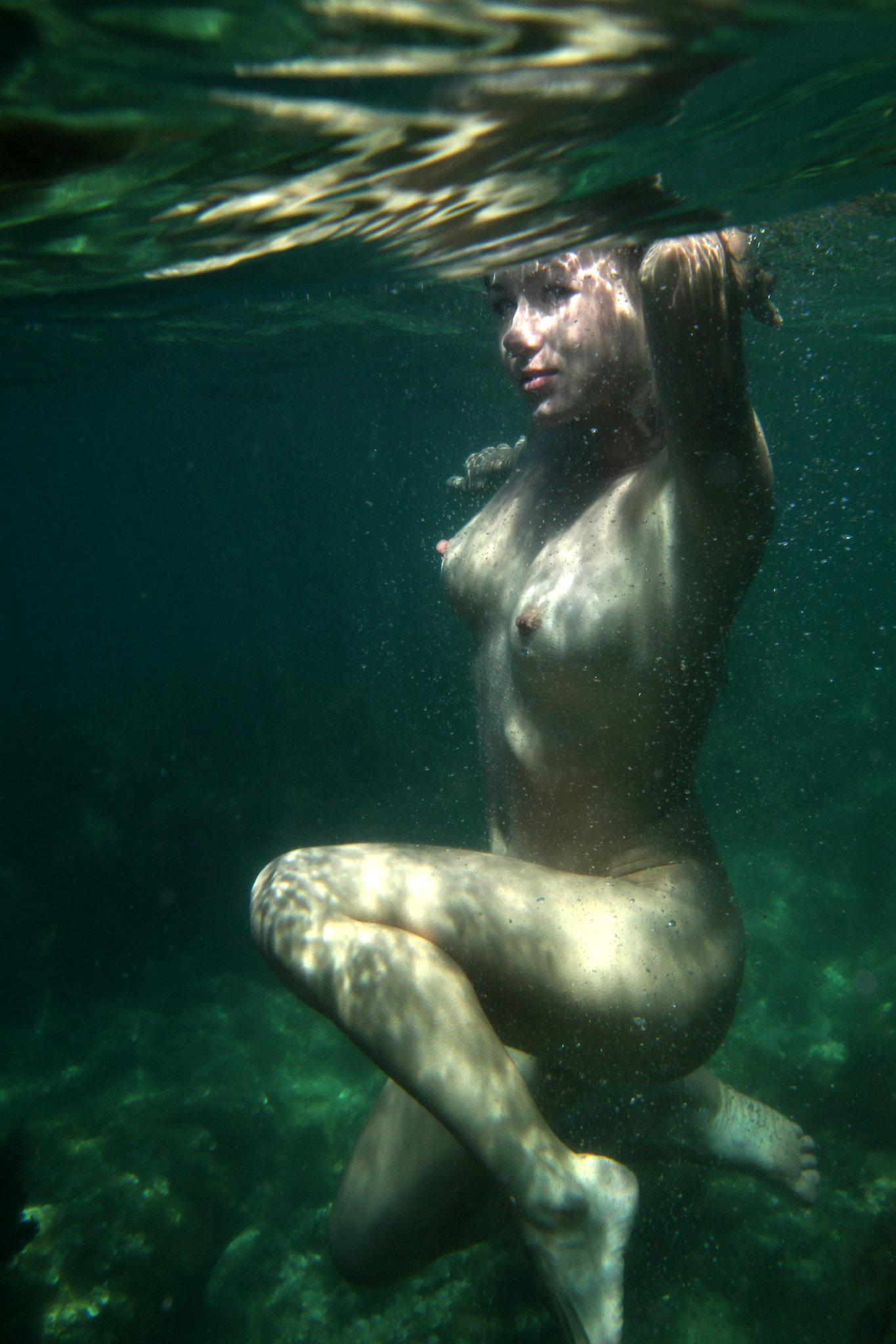 Секс под водой порно игра 22 фотография