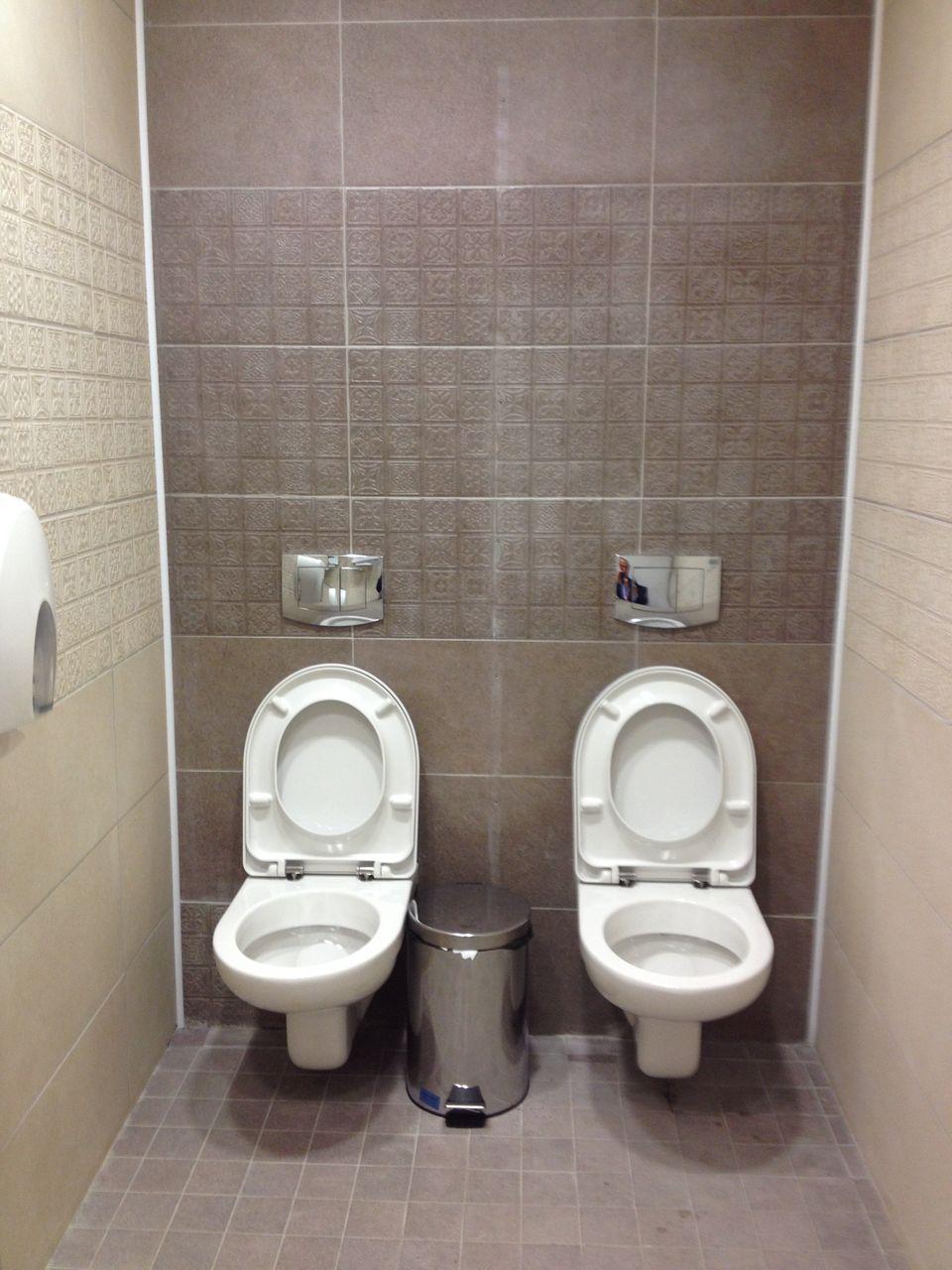 Скрытое наблюдение в ж туалете 12 фотография