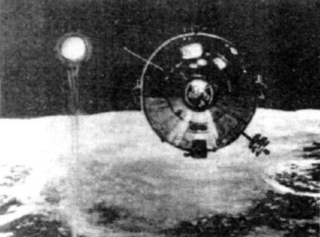 Космонавты видят НЛО