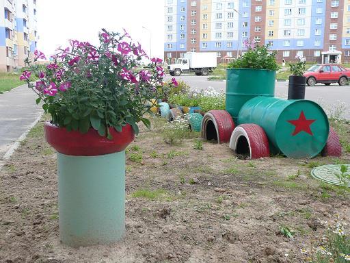 Озеленение участка перед домом из подручных средств