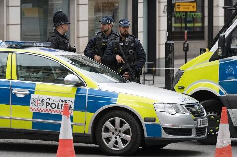 СМИ: В Британии автомобиль наехал на толпу людей, празднующих Ураза-байрам