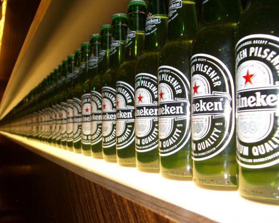 В Венгрии предложили запретить красную звезду с логотипа пива Heineken