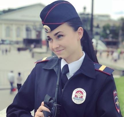 ФБК: сотрудницу конной полиции наказали зато, что она вInstagram назвала Путина «царем»