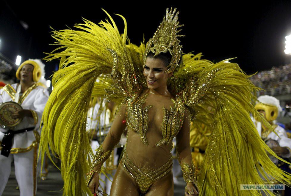 Груповуха на бразильском карнавале онлайн