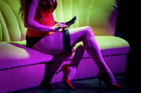 Муж узнал в жене порнозвезду и решил выселить её из квартиры