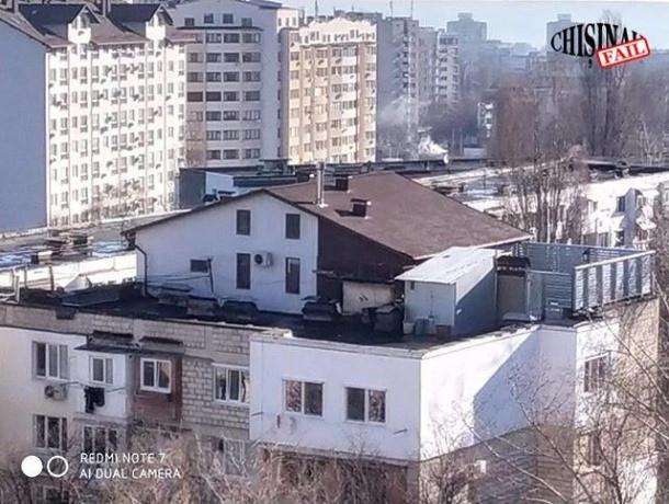 А так можно было? В Кишиневе на крыше пятиэтажки построили частный дом