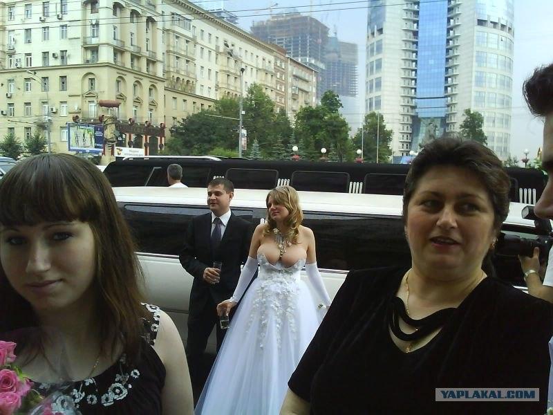 Свадебное платье Помните, Вы оцениваете пост, а не её платье!  Фотография.