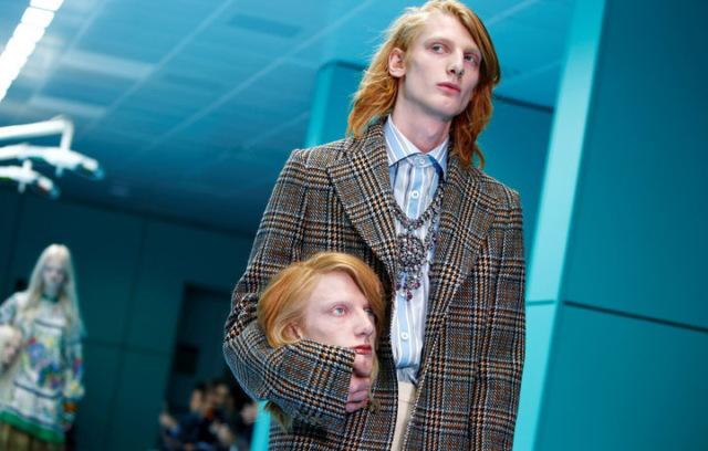 Просто отвал башки: модели со своими головами в руках на показе Gucci в Милане
