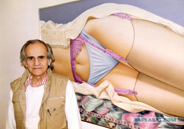 Этот художник рисует только фотреалистичные картины нижней части женского тела в нижнем белье