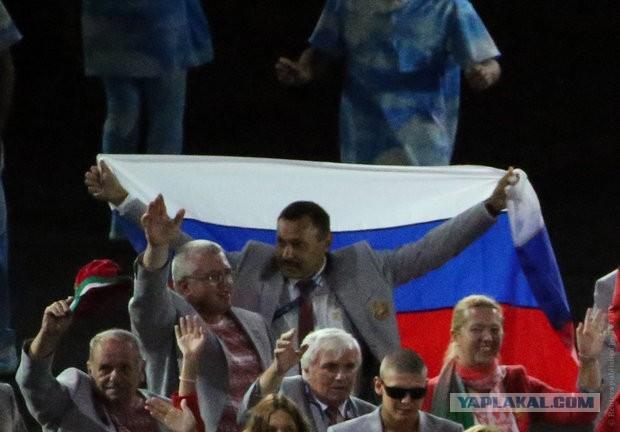 МПК потребовали от пронесшего российский флаг на открытии Паралимпиады Андрея Фомочкина покинуть Бразилию