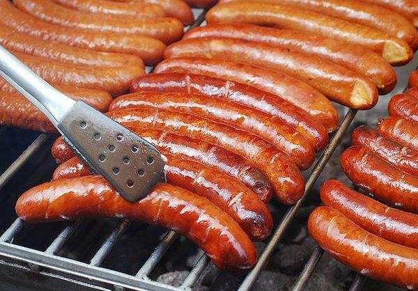 Сосиски из свинины исключены из меню немецкого общепита, чтобы не оскорблять мусульман