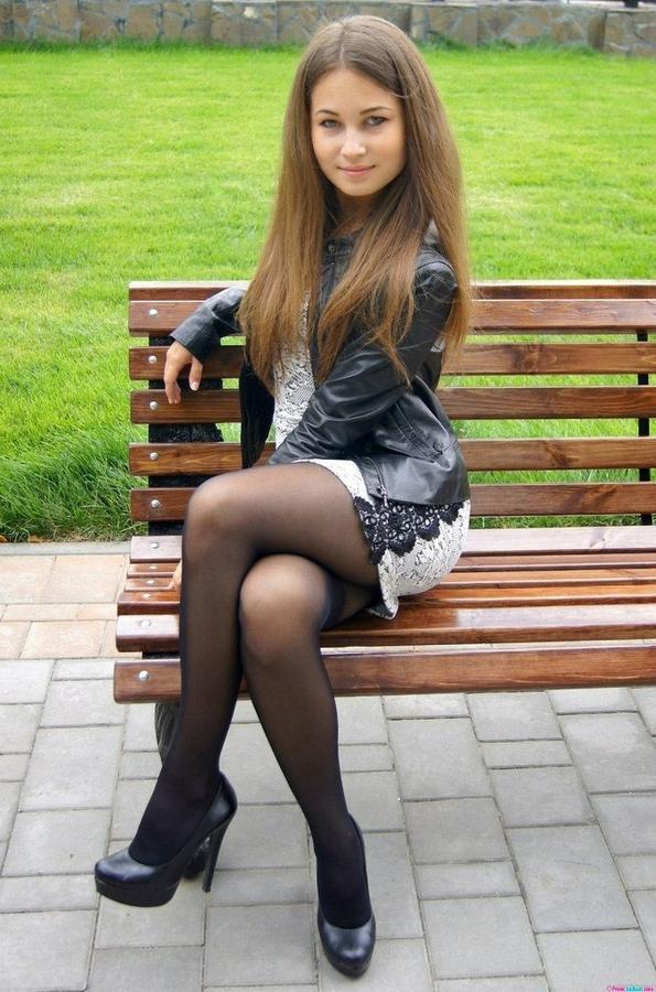 Девки с контактов в юбках и колготках