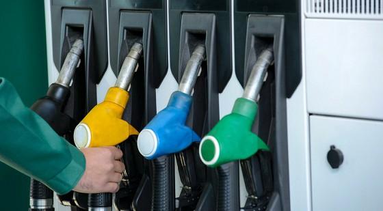 Бензин в США стал дешевле воды