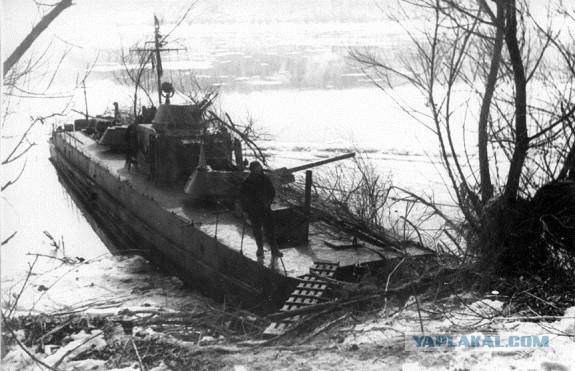 5солдаты высаживаются на берег острова атту, штат аляска, 11 мая 1943 года