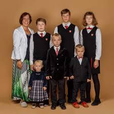 Президент Эстонии уволила главу Минобрнауки, возившую детей на служебной машине.