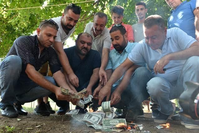 Турки жгут... доллары
