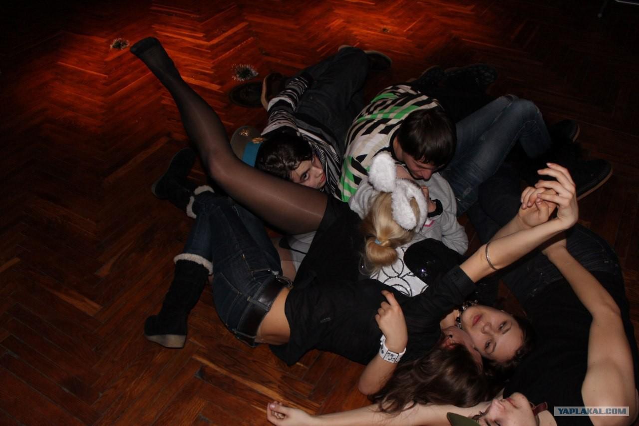Фото в чулках на вечеринке, Порно фото на вечеринках все перетрахались 12 фотография