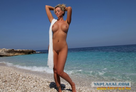 Пришла На Пляж Голая