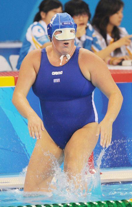 Капитаны женских команд сборной России и сборной Италии по водному поло