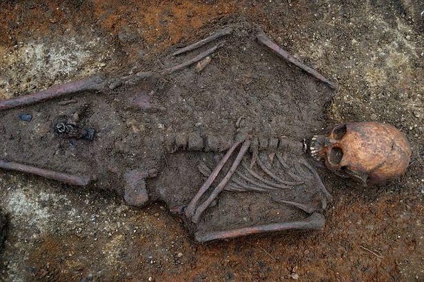 Юная девушка-аристократка. Удивительный крест. Мумии и скелеты.20.