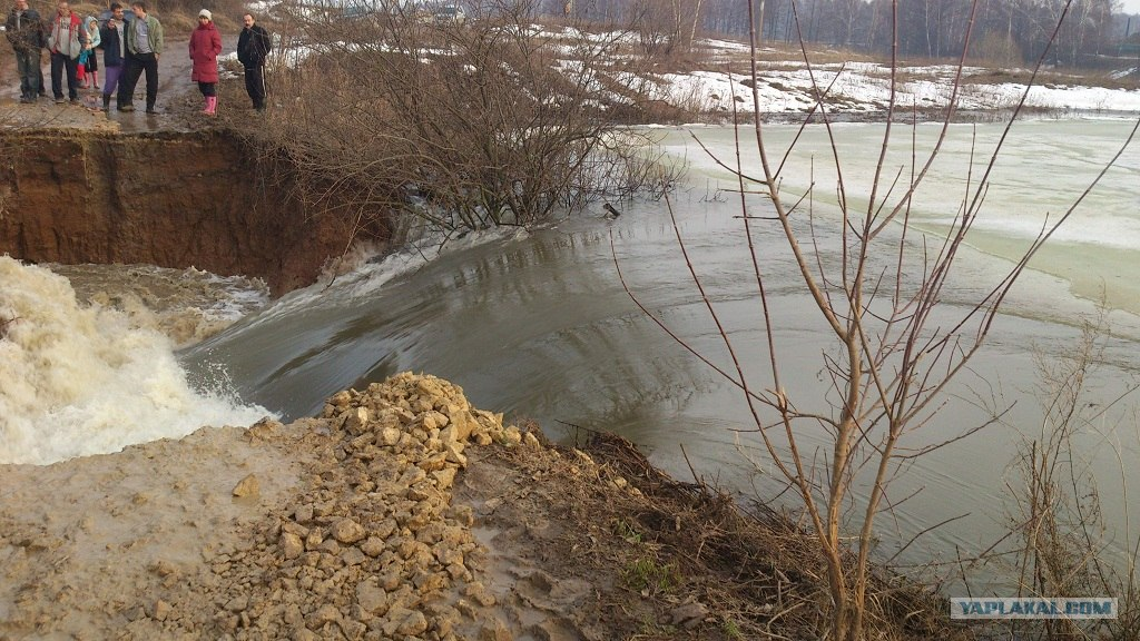 Размыв плотины