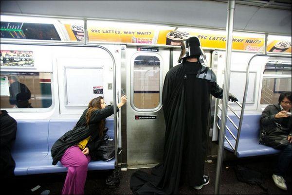 """""""Звездные войны"""" в Нью-Йоркском метро"""