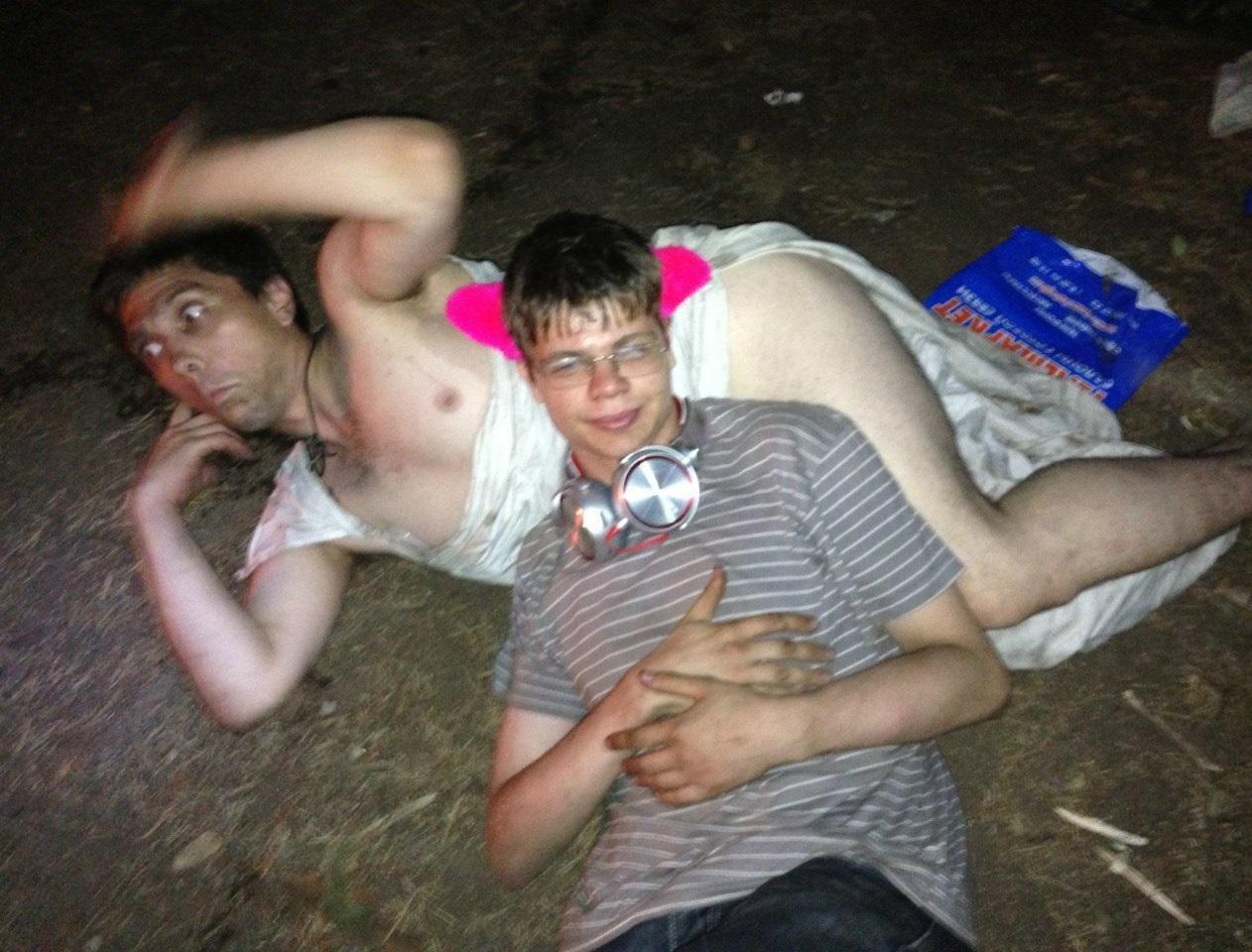 Русскую пьяную ебут друзья, ебем с друзьями пьяную жену русское скачать, порно 9 фотография