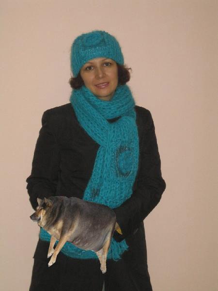 Шапка, шарф и муфточка со вставками из органзы.