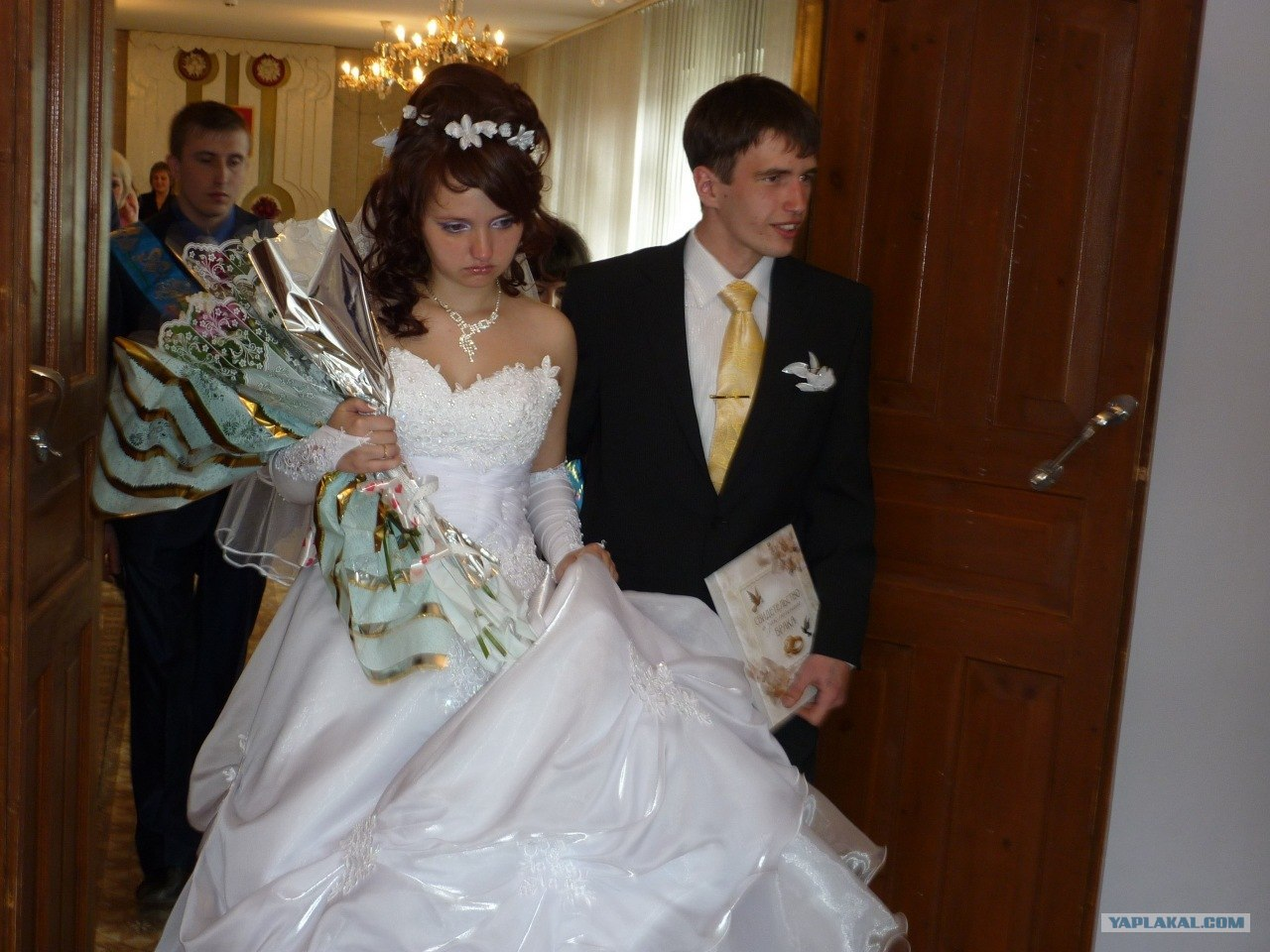 Смотреть проиграл отцу в карты свою невесту 22 фотография