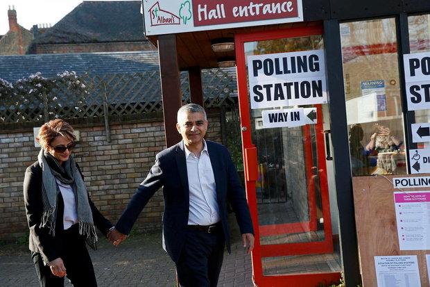 Мусульманин Садик Хан лидирует на выборах мэра Лондона