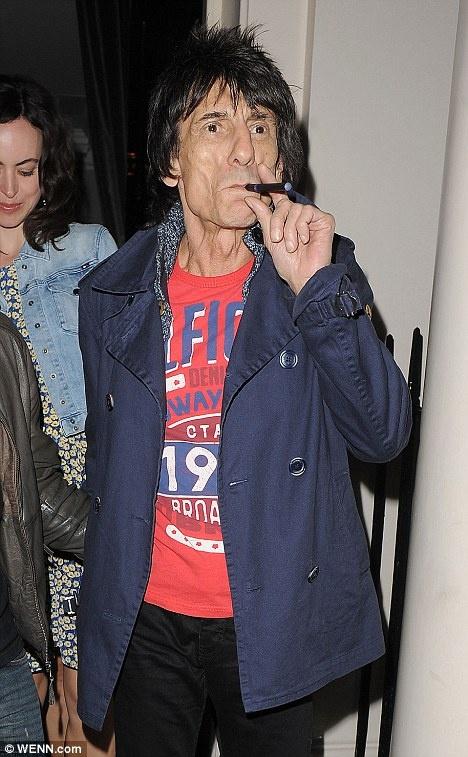 30 января мировые СМИ облетел снимок, на котором Леонардо Ди Каприо курит электронную 880