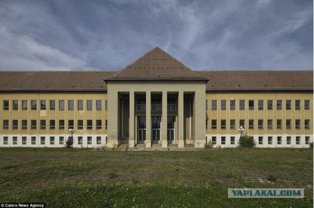 Внутри заброшенной школы Гитлерюгенд