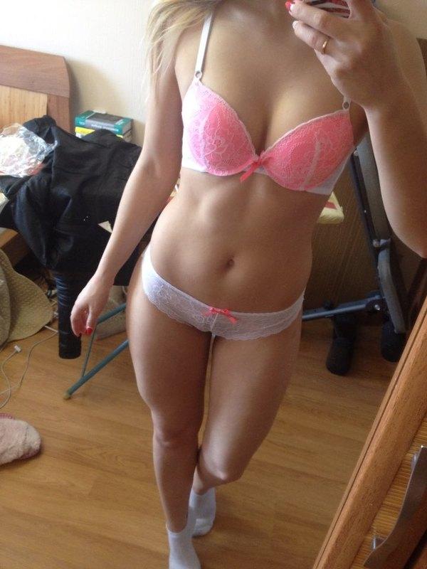 Фото девушек нижнем в частное белье дома